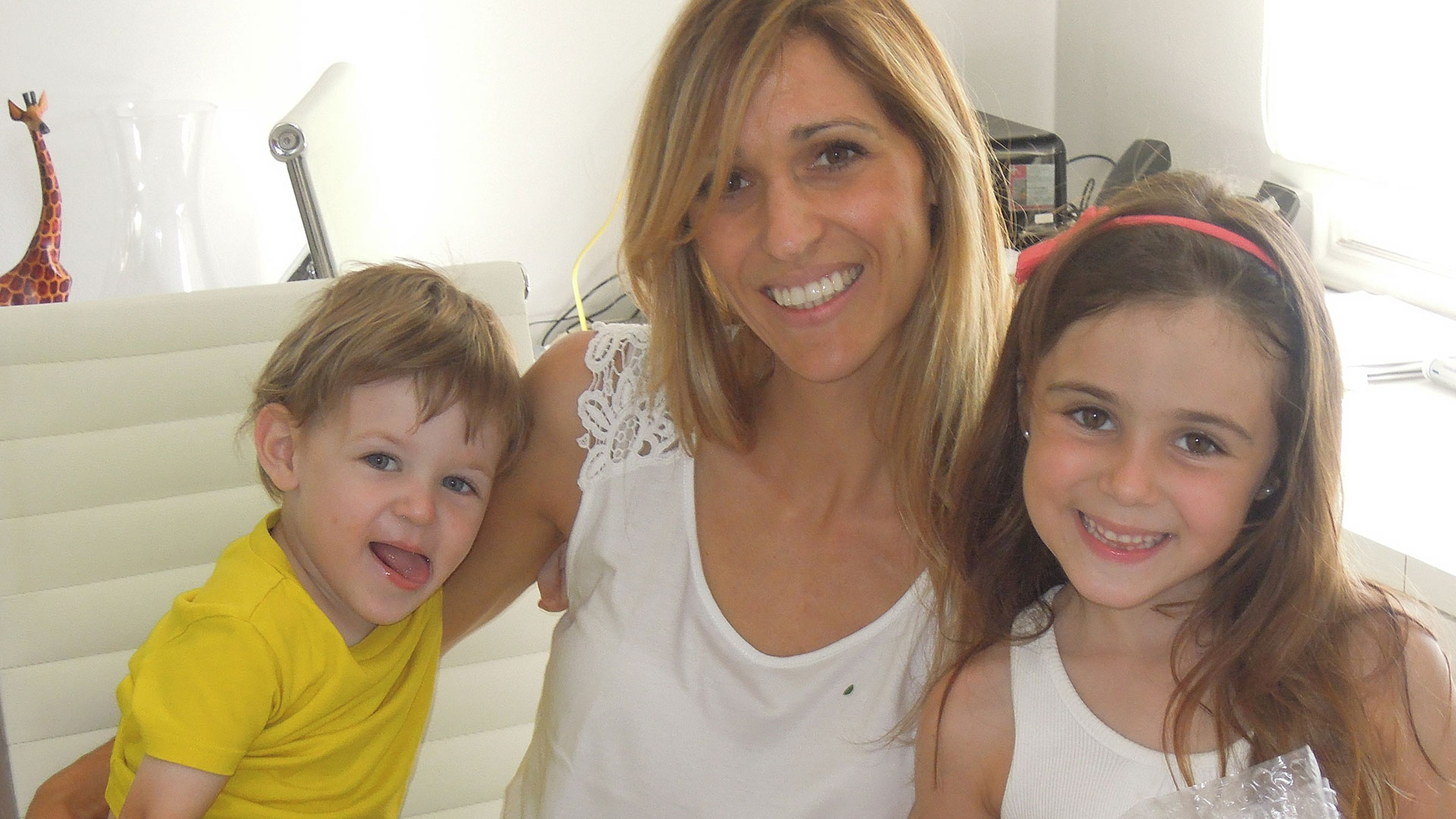 Jessica Claros with her children (boy and girl)